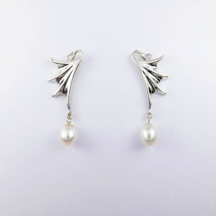 flutterby_stud_earrings_with_pearl_drop_crop