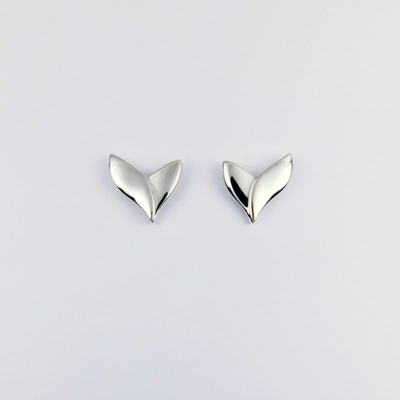 silver_silken_leaf_stud_earrings_145_crop